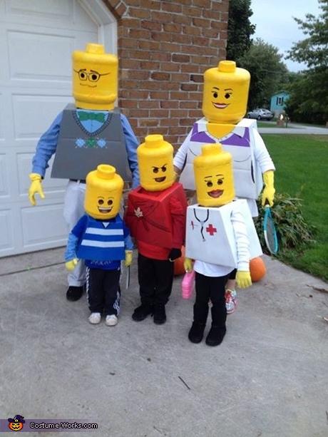 Family Halloween costume ideas: Lego Family Costume