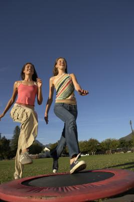Mini Trampoline vs. Jogging | Healthy Living
