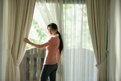 how to remove traverse curtain rods