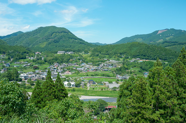 A beautiful view of the Chikatsuyu along the way down the trail.