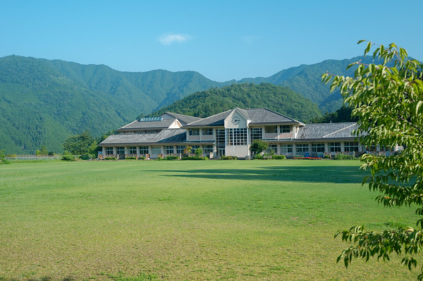 Starting the day as I passed the local school grounds.  It was going to be a long day as I had to hike 27km towards Kumano Hongu Taisha to catch a bus to Yunomine Onsen.