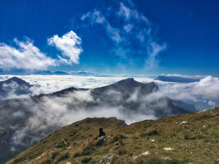 Mer de nuages au dessus de Grenoble vue depuis le sommet de La Grande Sure en Chartreuse (Isère, France)