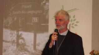 6 notre évêque, le Père Blaquart a tenu à connaître le vécu dans ce lieu d'accueil du Gatinais et nous a encouragés à poursuivre la mission