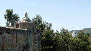 Le château est garni de bastions à redans à la Vauban
