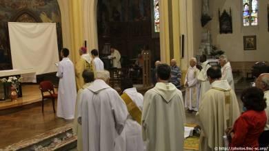 On prie pour Fr Basile pendant qu'il est allongé