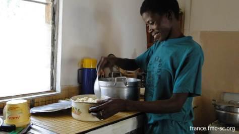 Sr Justine à la cuisine