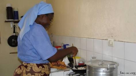 Sr Bernadette à la cuisine