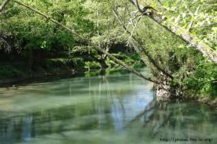 L'eau est magnifique : un bleu-vert... comme le Jourdain..;