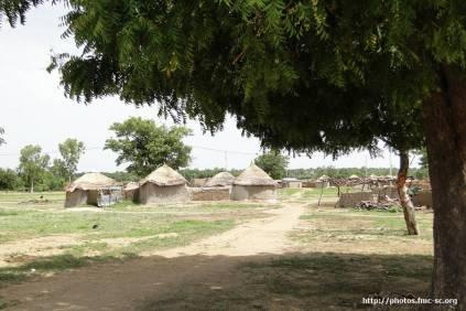 Arrivée dans le village de Kompienbiga