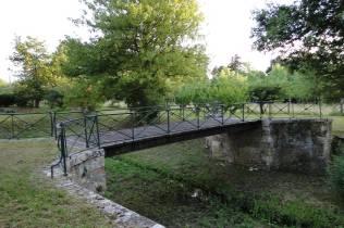 Le pont et les douves