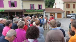 Nous faisons connaissance avec notre guide au village des Cabannes