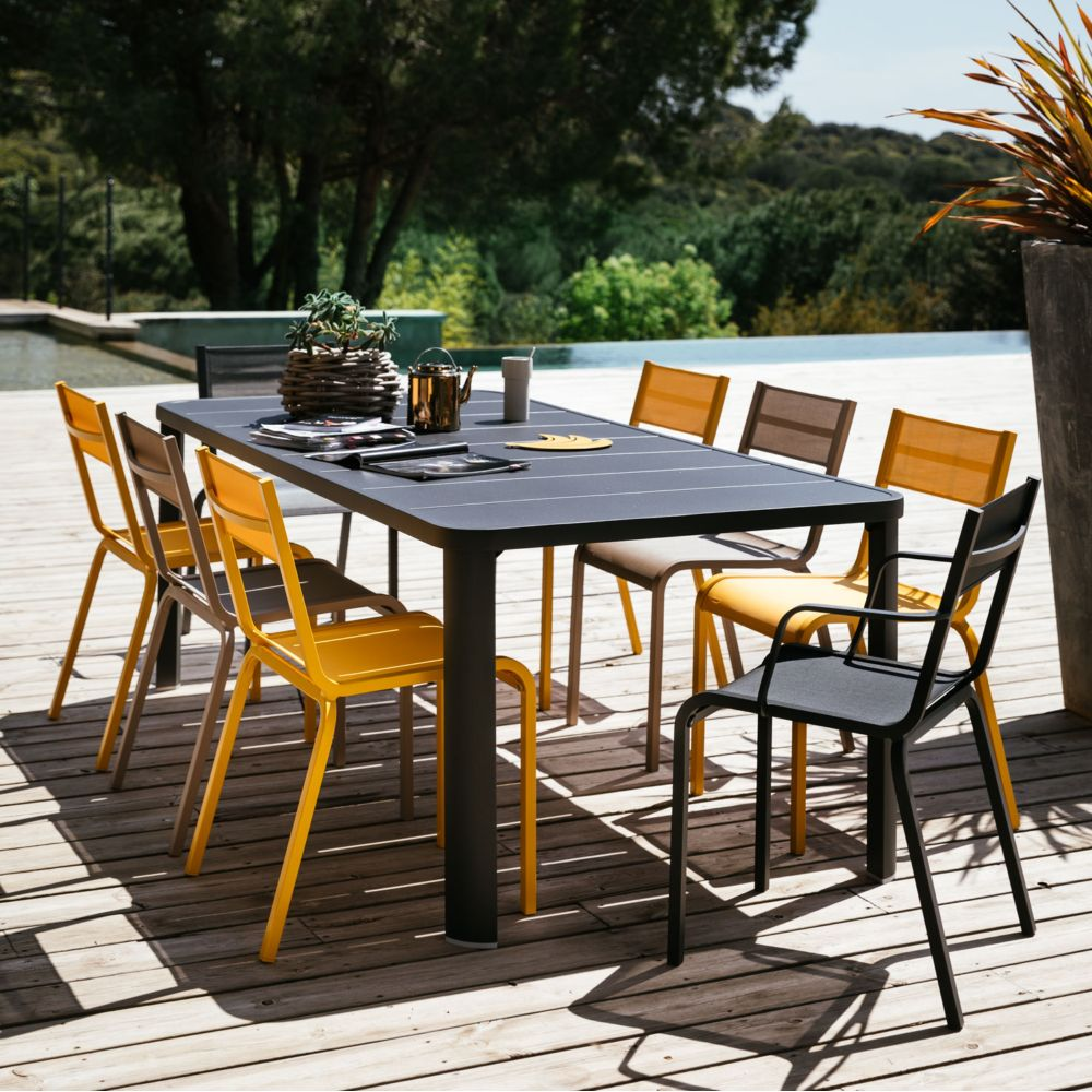 table de jardin fermob avec 2 allonges oleron carbone 12 pers