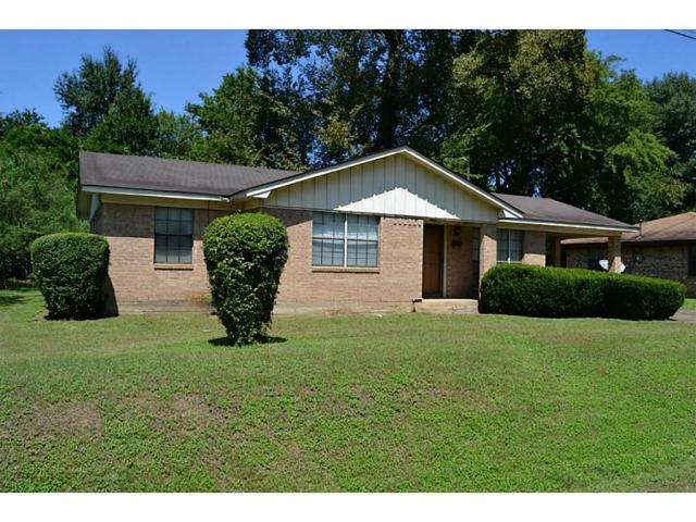 WELL MAINTAINED!  THIS THREE BEDROOM, ONE AND ONE-HALF BATH HOME IS LOCATED CLOSE TO DOWNTOWN.  IT HAS A FORMAL DINING ROOM, WELCOMING FRONT PORCH, HANDY ONE CAR CARPORT AND A NICE SHADE TREE IN THE BACK YARD!  MUST SEE - GIVE US A CALL.