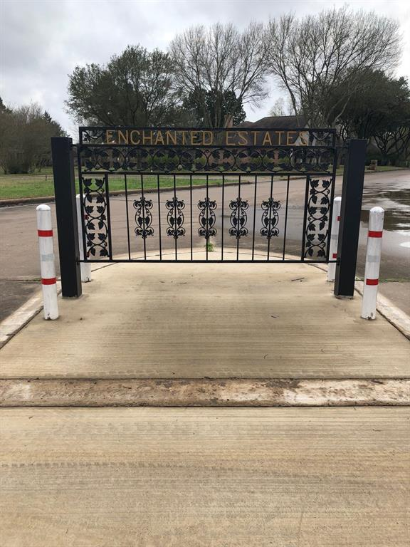 GREAT INVESTMENT OPPORTUNITY!   Eight lots on Blaine Street in Enchanted Estates Subdivision. Underground utilities are in place. Enchanted Estates is a very nice subdivision in Crockett. Deed restrictions are in place. Give us a call to schedule a showing.