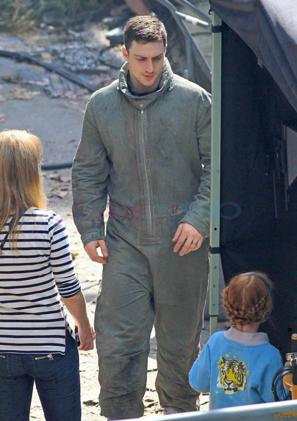 Sam and Aaron Taylor-Johnson's Father's Day on set in ...