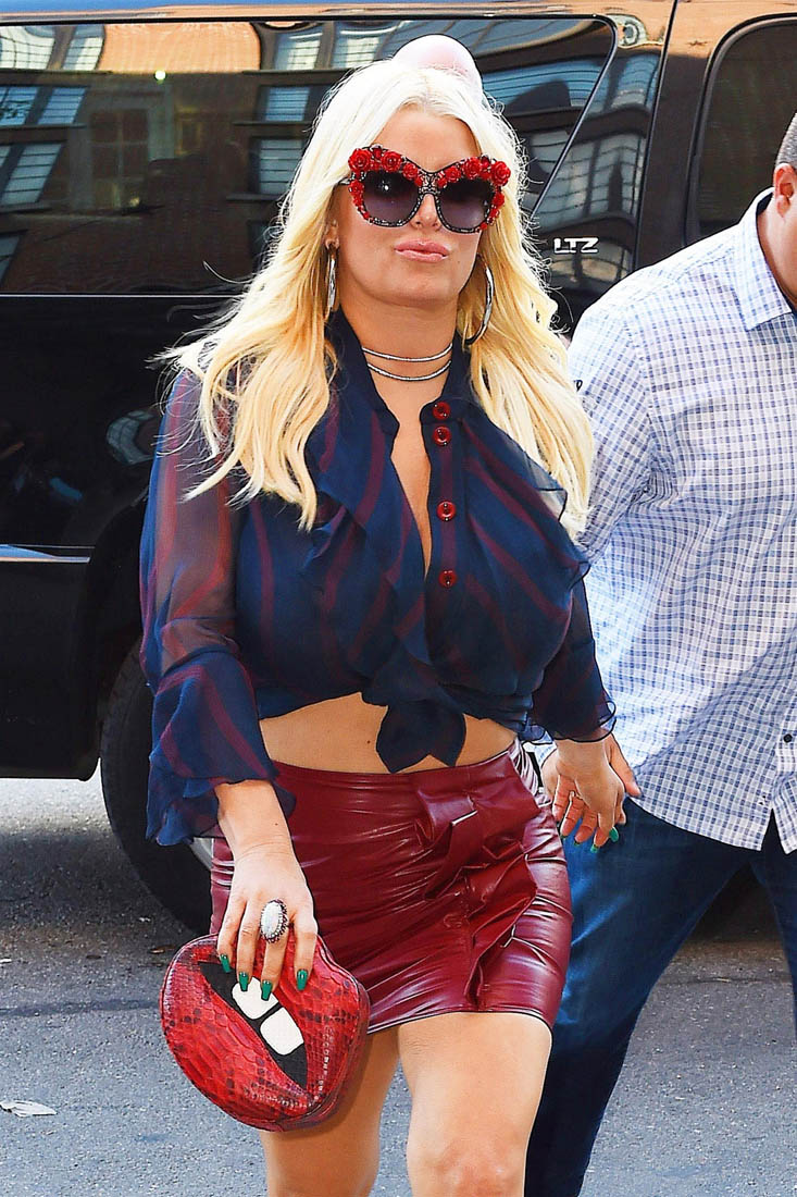 Jessica Simpson Takes Notes And Modifies Her Outfit