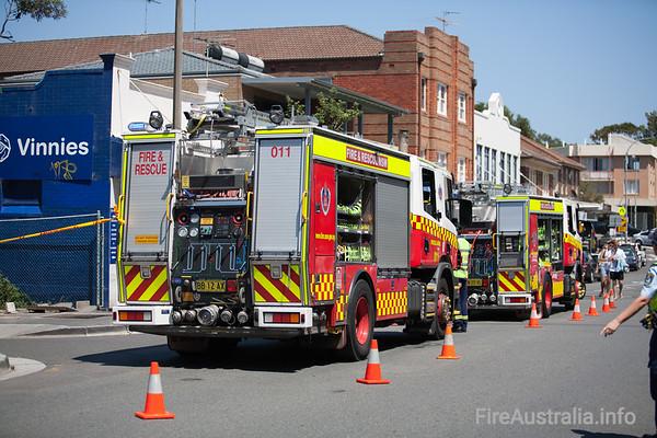 FRNSW Pumper 11 WoollahraPhoto December 2012 at Gas Leak in Bondi