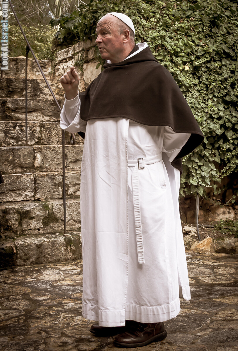 Монах брат Оливье в бенедиктианском монастыре в Абу Гош | LookAtIsrael.com - Фото путешествия по Израилю