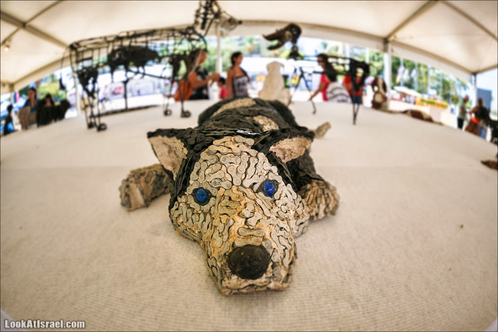 Выставка собак, созданных Нирит Левав из велосипедных цепей   LookAtIsrael.com - Фото путешествия по Израилю