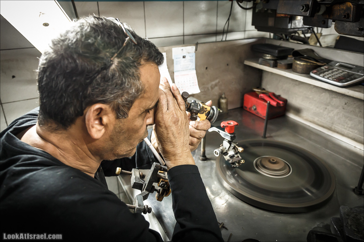 Обработка бриллиантов на алмазной бирже в Рамат Гане | LookAtIsrael.com - Фото путешествия по Израилю