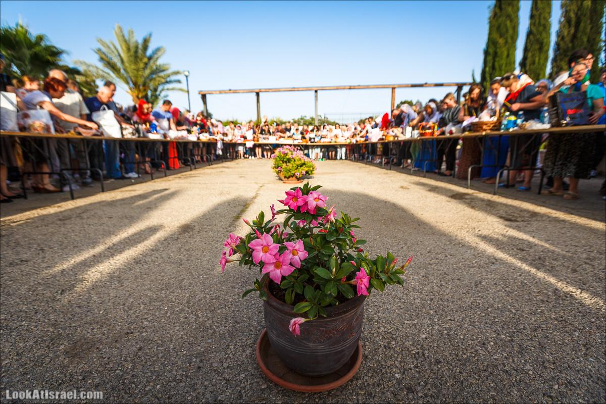 Освящение пасхальное снеди в русской церкви Петра и Тавифы в Яффо | LookAtIsrael.com - Фото путешествия по Израилю