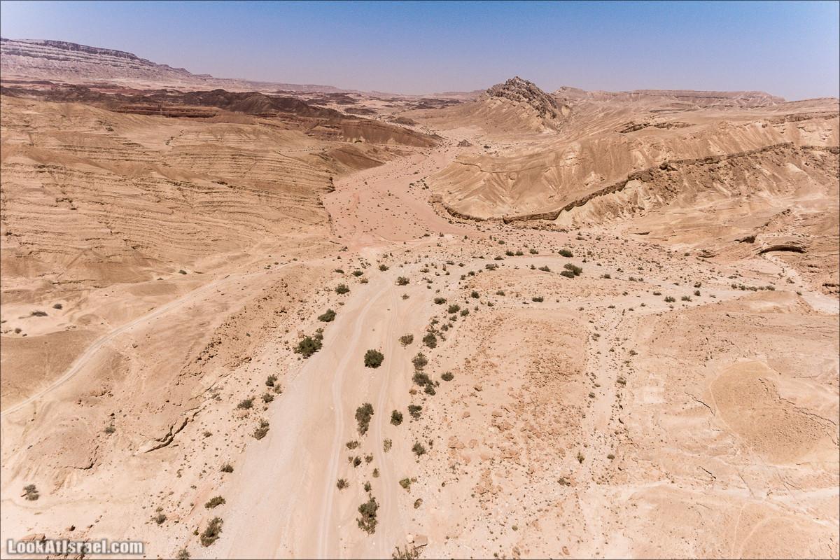 Вода и озеро в Парсат Некарот   מים בפרסת נקרות   LookAtIsrael.com - Фото путешествия по Израилю
