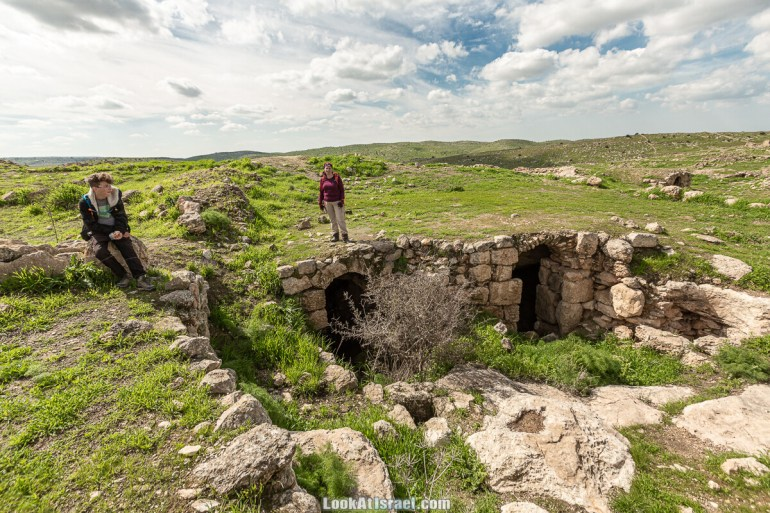 Затерянный город Умм а-Шекеф в округе Лахиш (אום א-שקף) | LookAtIsrael.com - Фото путешествия по Израилю