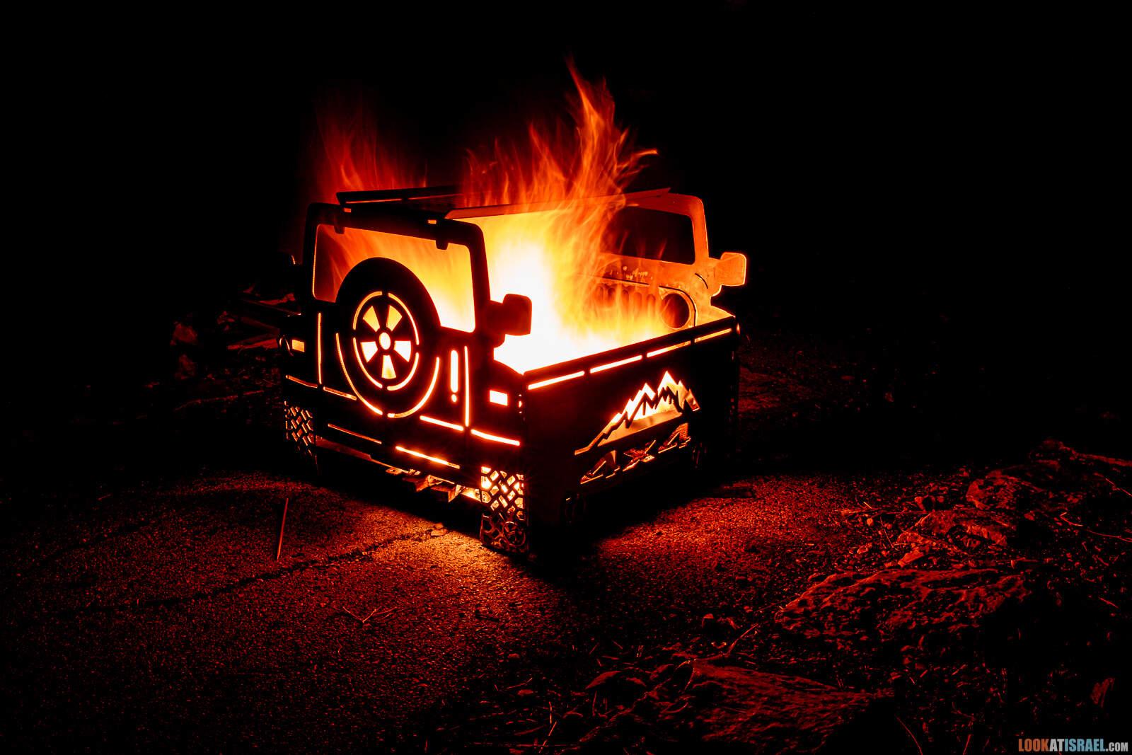 Очаг в форме джипа 4x4 для полевого костра | LookAtIsrael.com - Фото путешествия по Израилю