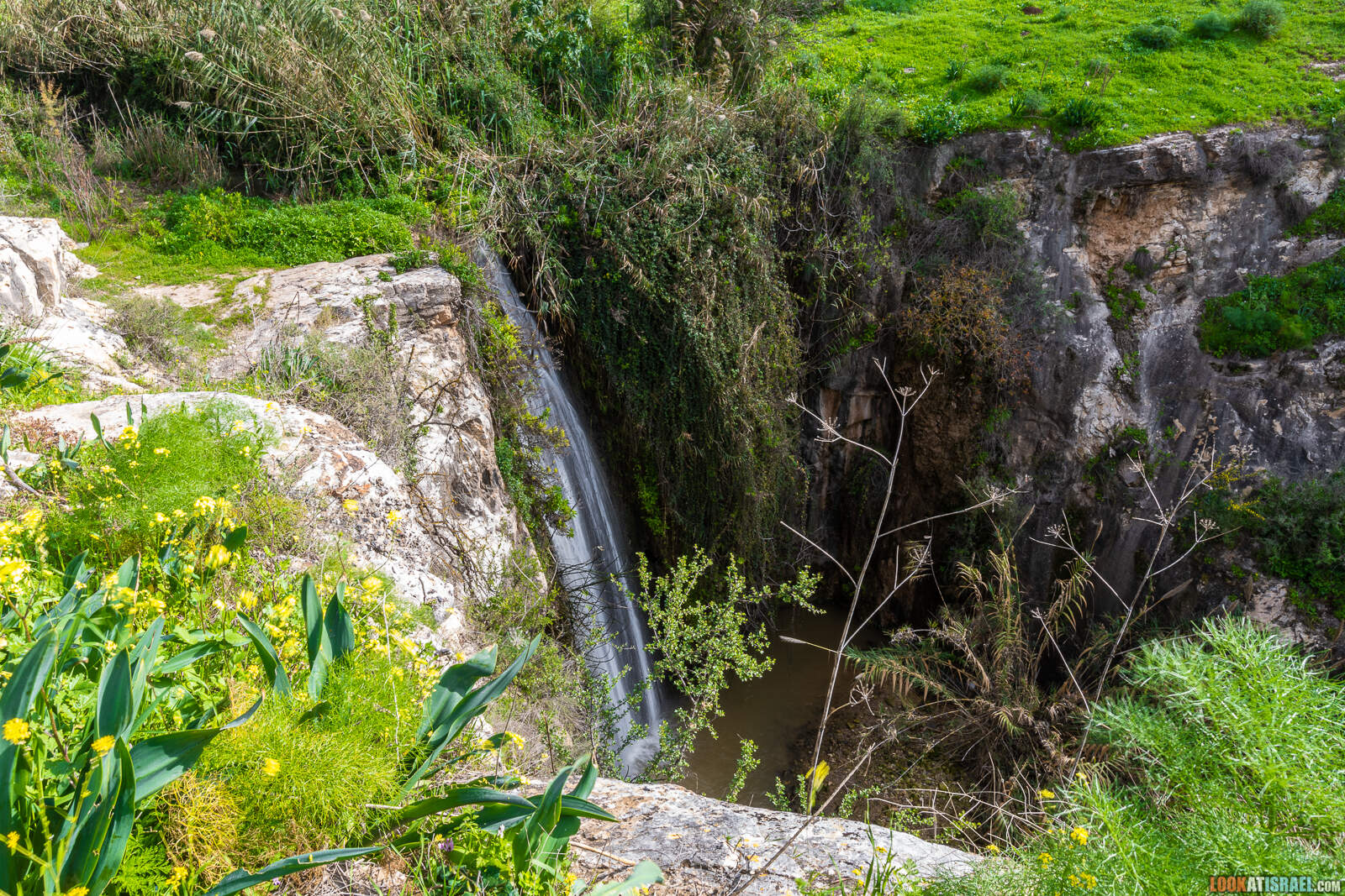 Водопад Мейцар на Голанских высотах | Meytsar waterfall | מפל מיצר | LookAtIsrael.com - Фото путешествия по Израилю