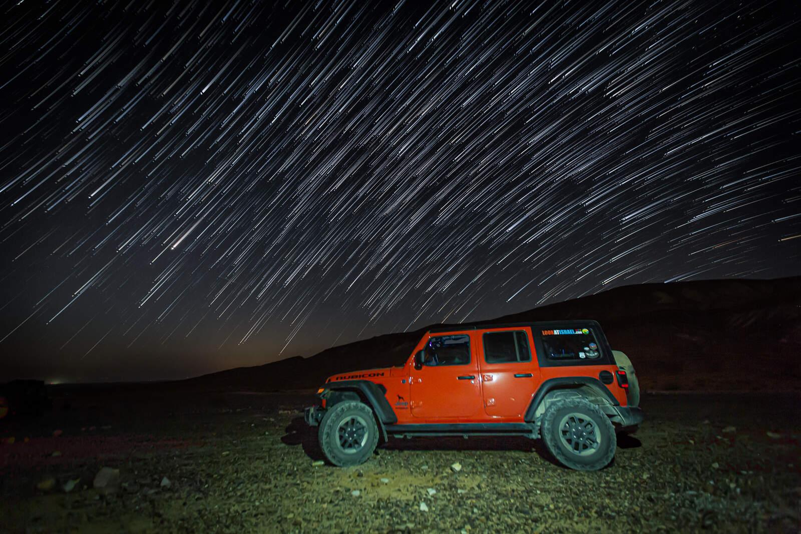 Звездная ночь в пустыне, Jeep Wrangler