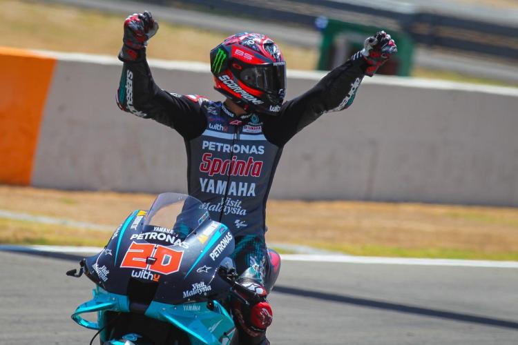 Quartararo fa la storia: arriva il grido della vittoria! | MotoGP™