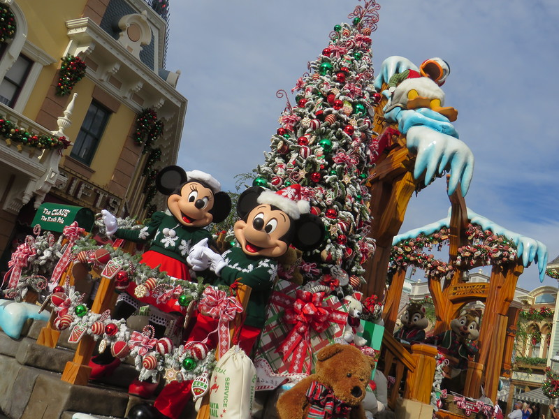 Complete look at Disneyland's 2017 holiday plans