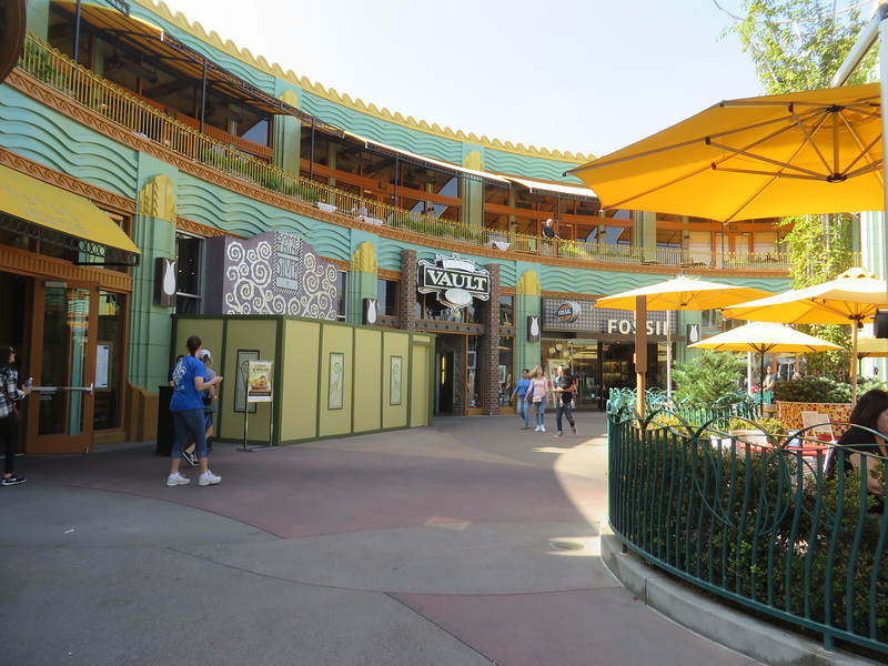 Disney confirms PANDORA and CURL SURF shops for Downtown