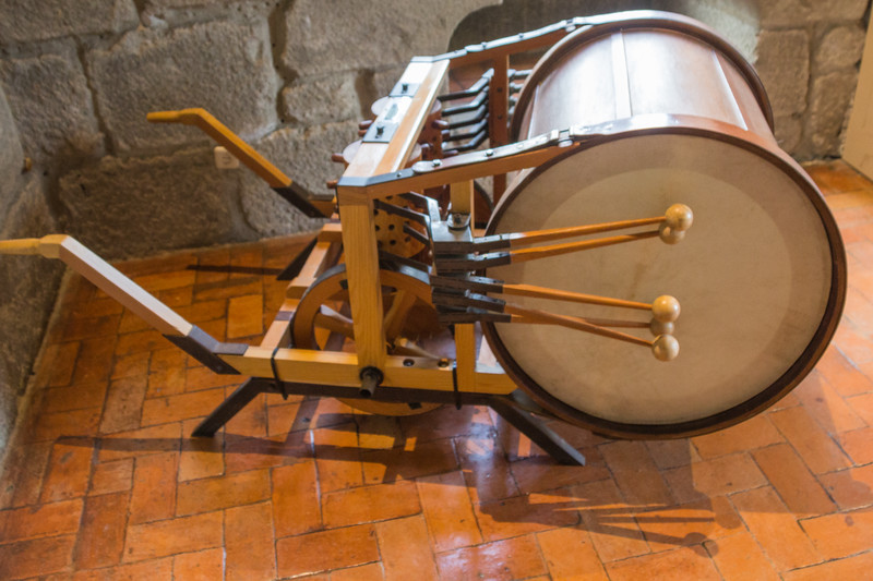 "A Mechanical Drum that Played as the Instrument was Pushed Forwards. Leonardo da Vinci Included a Way of Changing the Tempo and ""Tune\"" by Moving Pegs in a Revolving Drum. This Idea is Similar to the Mechanism Seen in Mechanical Musical Boxes (©simon@myeclecticimages.com)"