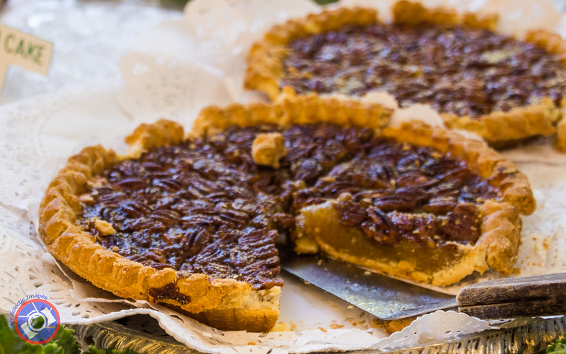 Pecan Pie at Court of Two Sisters (©simon@myeclecticimages.com)