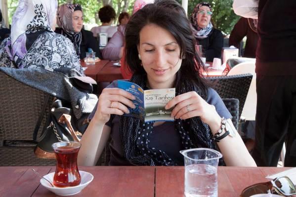Кафе и чай в заведението в белия павильон