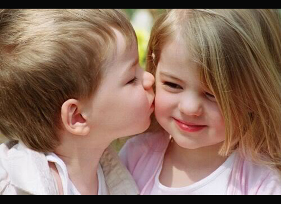 https://i1.wp.com/photos.pouryourheart.com/wp-content/uploads/2018/12/Children-Kissing-Pictures.jpg?w=640