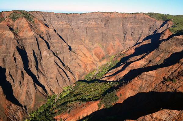 https://i1.wp.com/photos.pouryourheart.com/wp-content/uploads/2018/12/Interesting-Facts-About-Hawaii-Waimea-Canyon-.jpg?w=640
