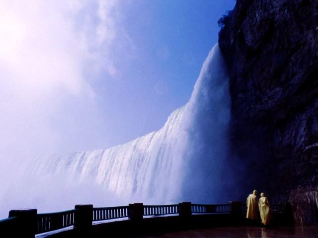 https://i1.wp.com/photos.pouryourheart.com/wp-content/uploads/2018/12/Niagara-Falls12.jpg?w=640