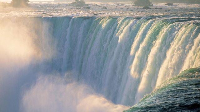 https://i1.wp.com/photos.pouryourheart.com/wp-content/uploads/2018/12/Niagara-Falls15.jpg?w=640