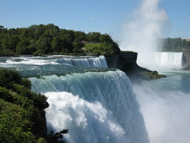 https://i1.wp.com/photos.pouryourheart.com/wp-content/uploads/2018/12/Niagara-Falls3.jpg?w=640