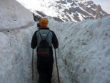 https://i1.wp.com/photos.pouryourheart.com/wp-content/uploads/2018/12/Pilgrims_crossing_the_Hemkund_Glacier..jpg?w=640