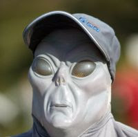 https://i1.wp.com/photos.pouryourheart.com/wp-content/uploads/2018/12/alien_infiltration_funny.jpg?w=640