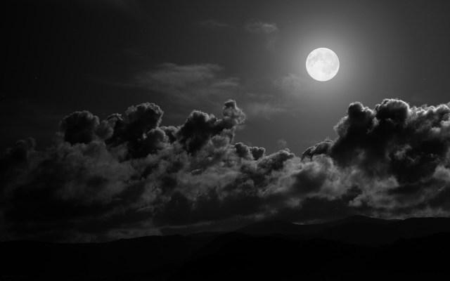 https://i1.wp.com/photos.pouryourheart.com/wp-content/uploads/2018/12/full-moon-night.jpg?w=640