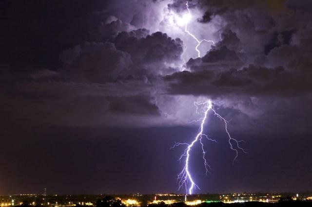 https://i1.wp.com/photos.pouryourheart.com/wp-content/uploads/2018/12/lightning1.jpg?w=640