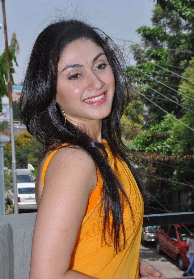Bollywood Celebrity Manjari Fadnis HD Wallpapers