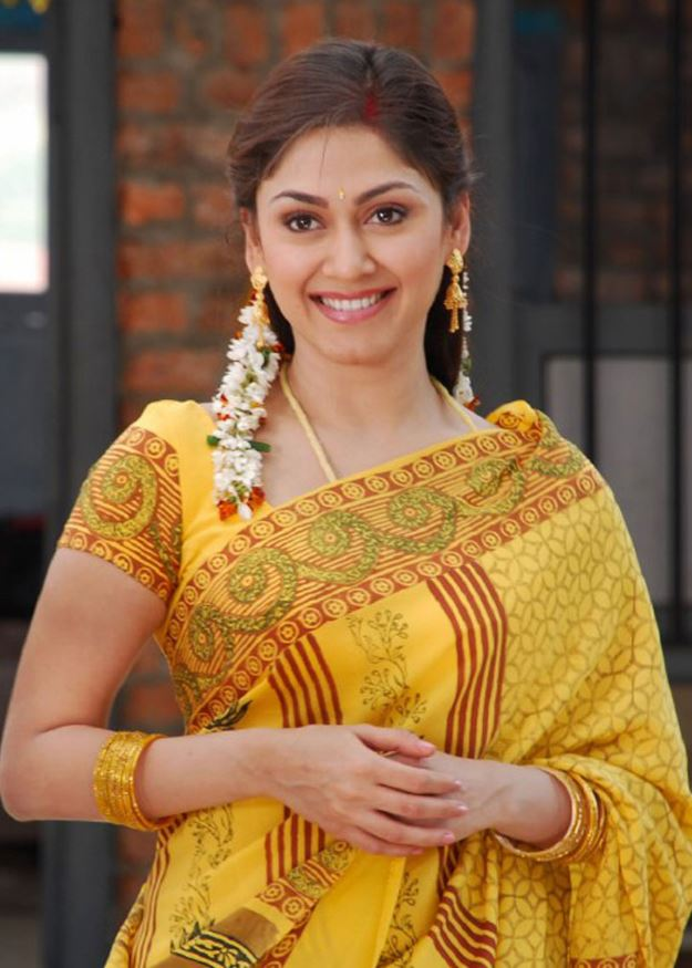 Telugu Manjari Fadnis Yellow Saree Wallpapers