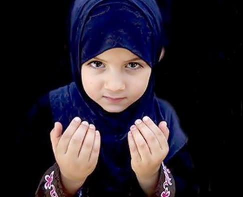 Muslim Kids Praying on Mosalla free images