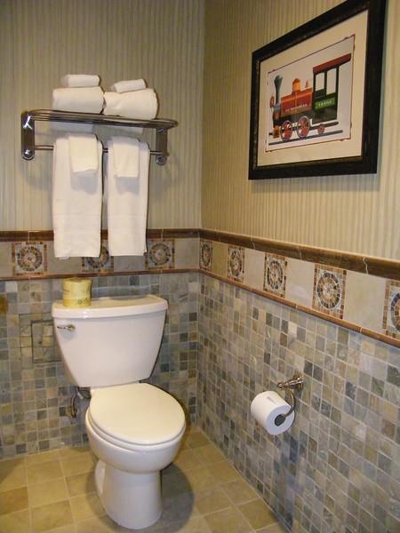20110602_big_thunder_suite_disneyland_hotel_5_second_bedroom (5)