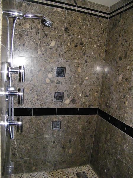 20110602_mickey_mouse_penthouse__disneyland_hotel_5_master (24)